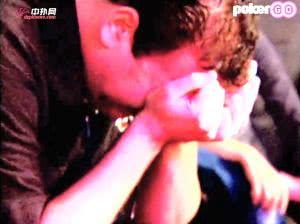 【辣眼视频・中字】男子锦标赛最后一手牌被河杀当场落泪崩溃不已