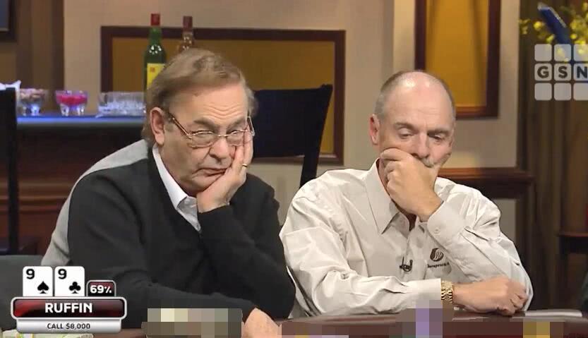 【辣眼视频】俩老板把职牌夹中间当空气,一老板空气牌直接偷两家,职牌都要没饭吃了